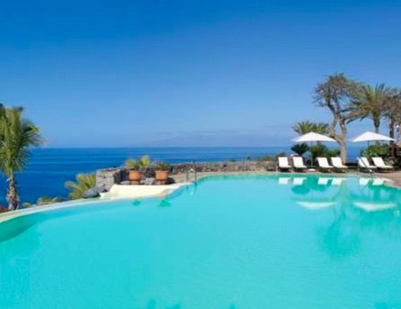 Swimming pool with a sea view
